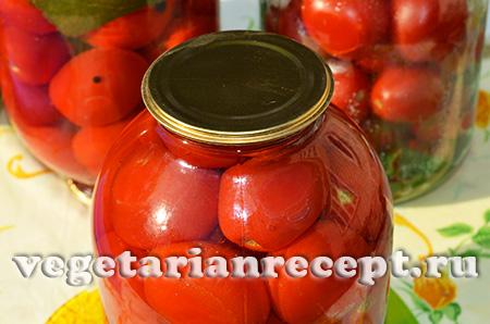 закатываем банки с помидорами