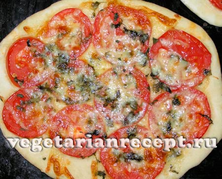 Вкусная тонкая пицца