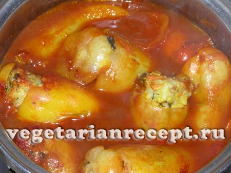 Вегетарианский фаршированный перец готов