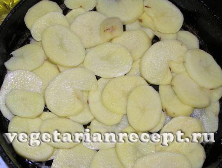 Первый слой картофеля для алу гауранги