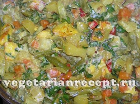 Тушеные овощи со спаржевой фасолью и сыром
