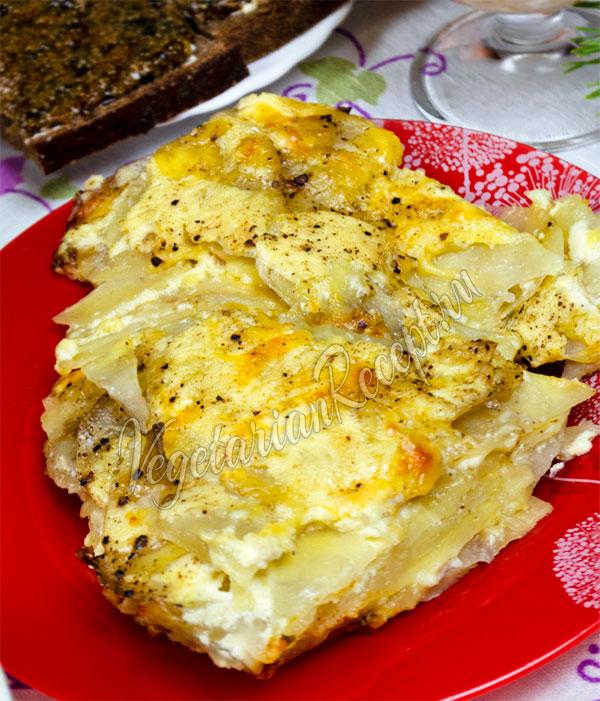Запеченный картофель с сыром и сметаной