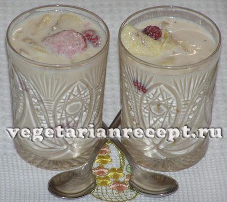 Ласси - десерт из ряженки с фруктами