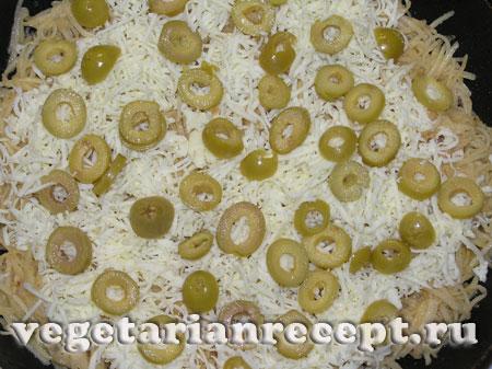 Приготовление картофельной запеканки с сыром и оливками