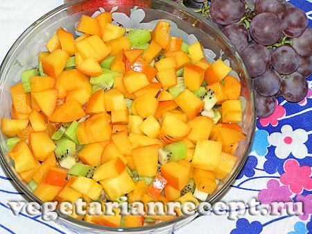 Порезанная хурма для салата из фруктов (фото)
