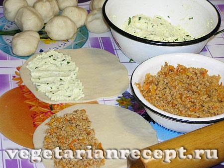 Приготовление чебуреков с творогом и с соевым фаршем