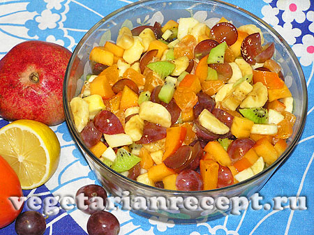 Салат из фруктов готов (фото)