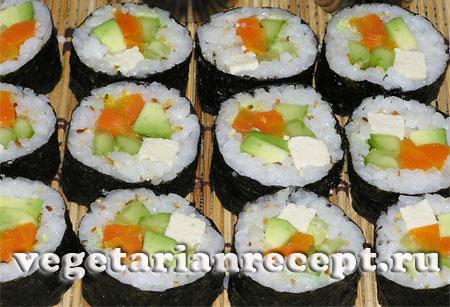 Вегетарианские маки-суши или роллы готовы