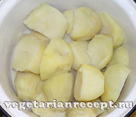 Сваренный картофель для приготовления зраз (фото)
