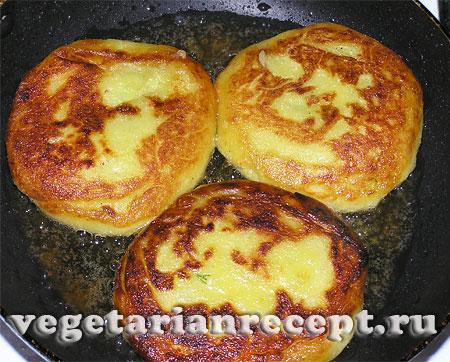 Картофельные зразы с сыром. Обжаривание(фото).