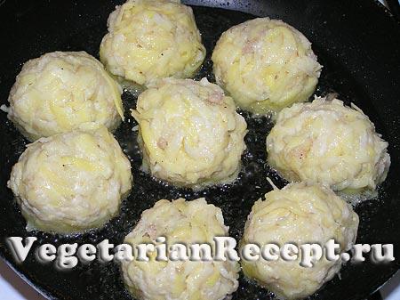 Приготовление картофельных шариков (фото)