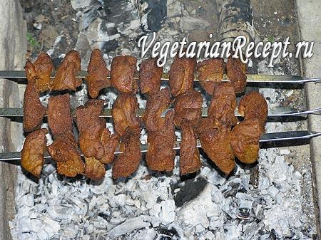 Вегетарианский шашлык на костре (фото)