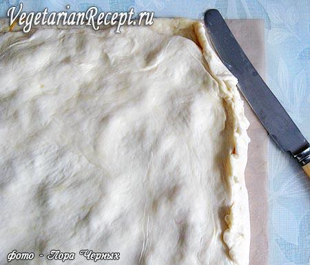 Заворачивание краев теста на пироге