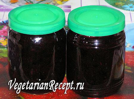 Черная смородина с сахаром - сырое варенье из черной смородины