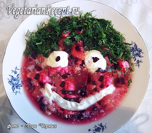 Вегетарианский холодный свекольник. Фото.