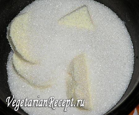 Приготовление бурфи: сливочное масло и сахар (фото)