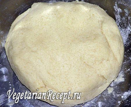 Тесто для пирога с черной смородиной и творогом. Фото.