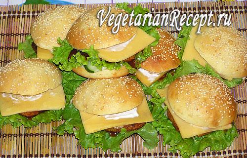 Вегетарианские овощные гамбургеры. Фото.