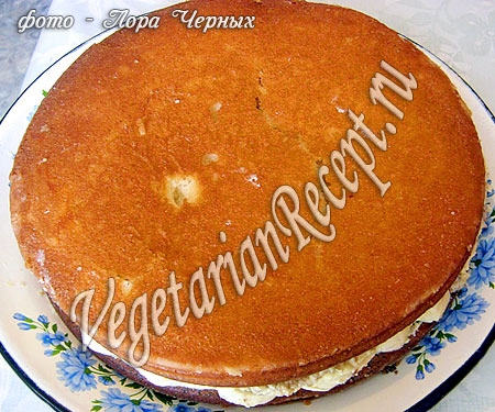 Сборка бисквитного торта без яиц. Фото.