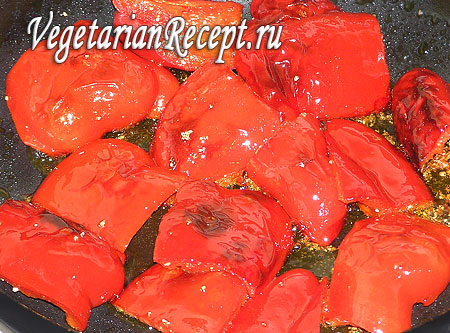 Обжаривание перца для приготовления гаспачо. Фото.