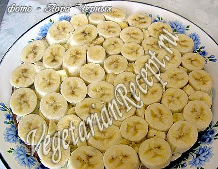 Приготовление торта без яиц - слой бананов. Фото.