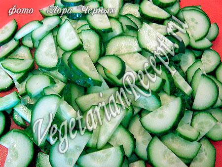 Салат с цветной капустой - огурцы
