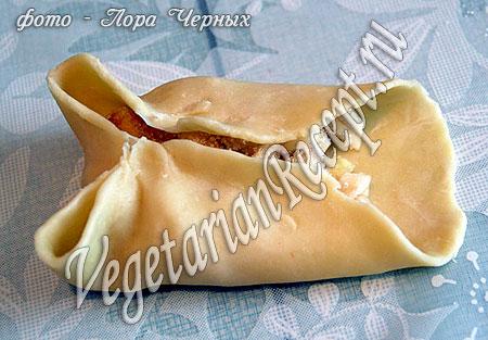 Формирование слоеных пирожков в виде конверта