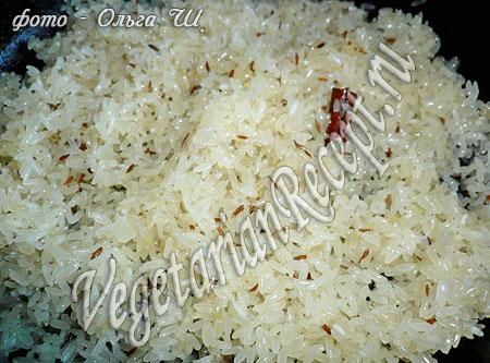 Обжаривание риса со специями