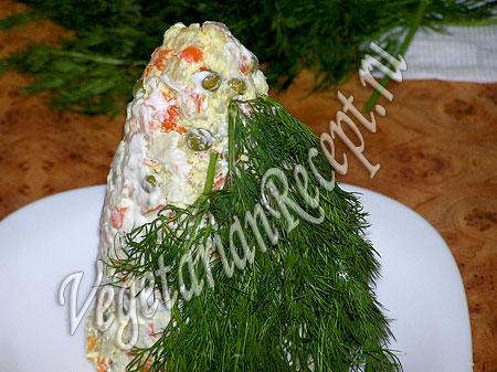 Салат в виде елки - украшение салата укропом