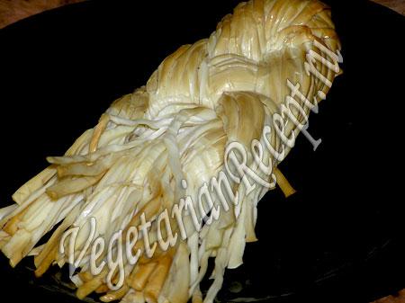 Сыр косичка для украшения салата в виде елки
