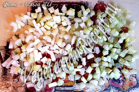 Нарезанный черешковый сельдерей для супа