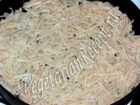 Приготовление картофельной запеканки - натертый картофель