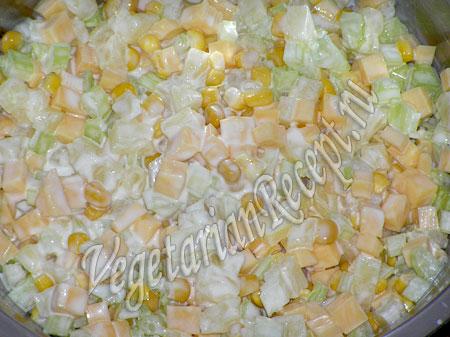 Салат с ананасом и сыром - рецепт