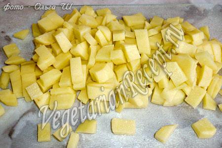 нарезанный картофель для кабачкового супа пюре