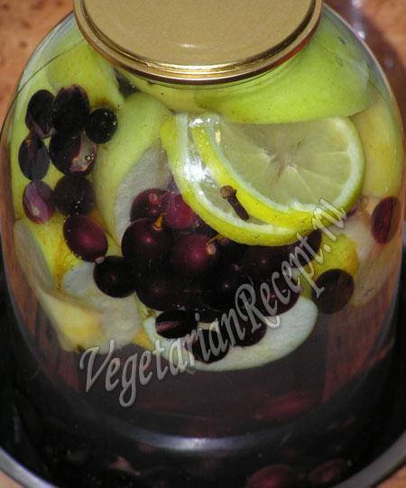 приготовление компота из яблок и винограда
