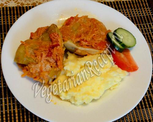 Картофельное пюре с сыром и голубцы