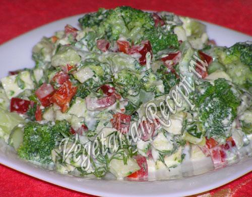 салат из брокколи, яблока, адыгейского сыра