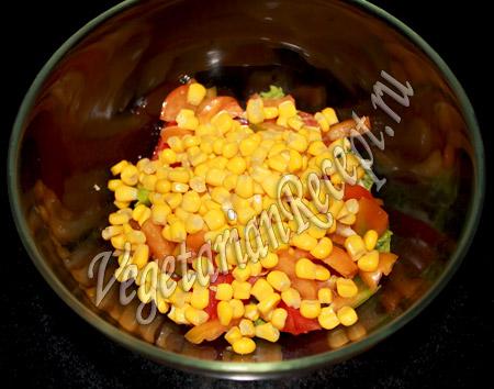 салат с виноградом киш миш - кукуруза