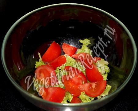 салат с виноградом киш миш - помидоры