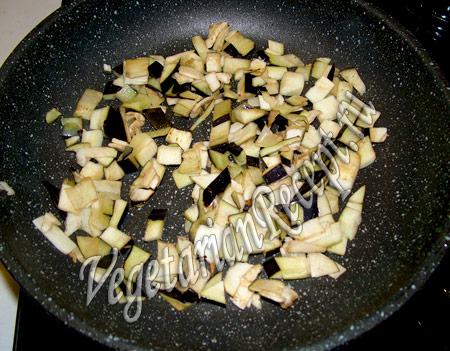баклажановые рулетики - обжариваем остатки баклажана