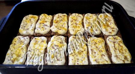 бутерброды со сметаной - посыпаем солью