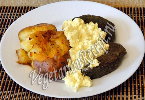 обед с отварным запеченным картофелем и котлетами