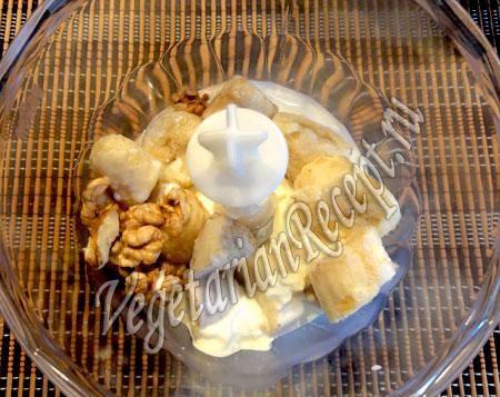 приготовление десерта из сливок и бананов