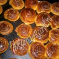 плюшки из дрожжевого теста с орехами и корицей