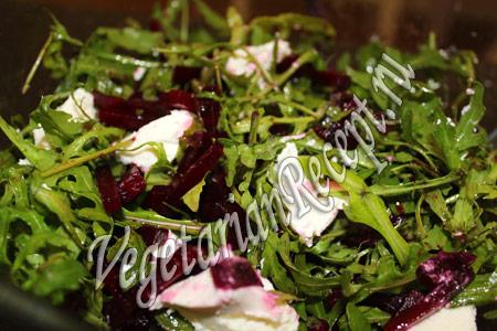 салат из свеклы и рукколы