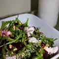 салат из запеченной свеклы с сыром, рукколой