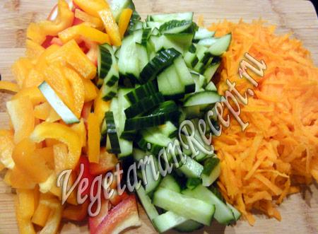морковка, перец и огурец для салата
