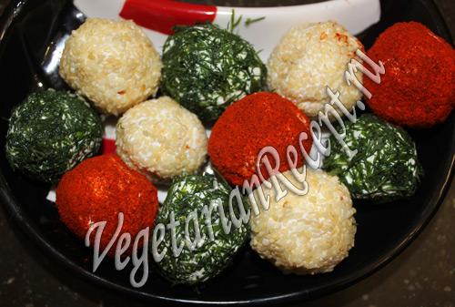 разноцветные шарики из брынзы