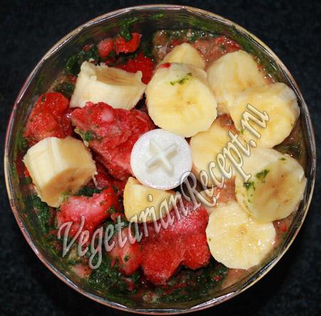 бананово-клубничный смузи рецепт