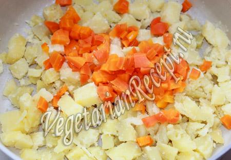 картофельный салат с солеными огурцами - шаг 2